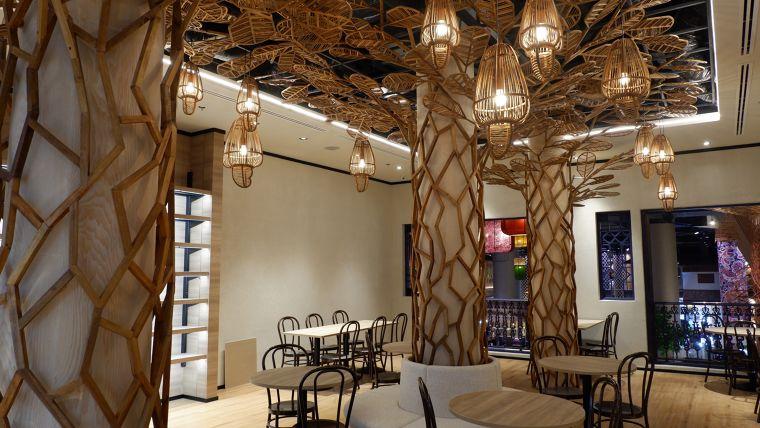 สินค้าไม้อัดดัดโค้งออบแบบโดย คุณ Supachai Kleawtanong, Design Director บริษัท Nakkhid Design Studio.