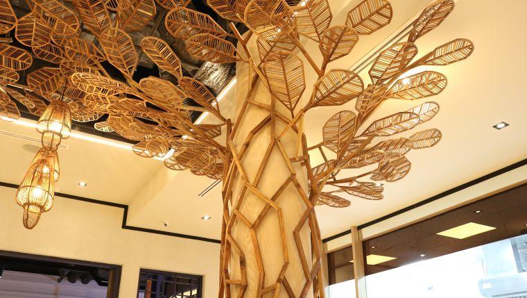 สินค้าไม้อัดดัดโค้ง จากแบรนด์เข็มทิศ  โครงการออกแบบโดย คุณ Supachai Kleawtanong, Design Director บริษัท Nakkhid Design Studio.